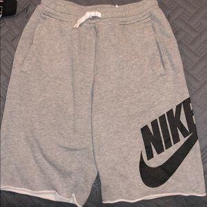 Men's shorts: Small